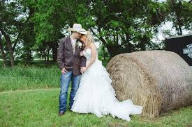 a rustic western wedding at willow creek wedding event venue in