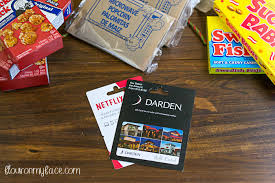 dinner and a gift card christmas gift basket ideas