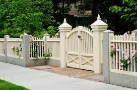 portails de jardin comment choisir les matériaux adéquats pour le portail de votre
