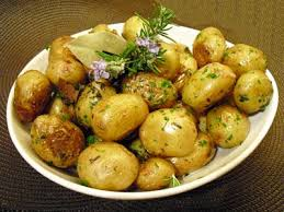 comment cuisiner les pommes de terre grenaille pommes sautées aux herbes la recette facile par toqués 2 cuisine