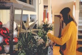 up christmas decorations o christmas tree students put up christmas decorations not