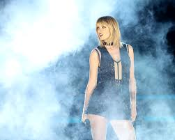 taylor swift u0027s onstage choker could mean more than you may think