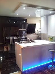 cuisine design toulouse cuisine design avec ilot rétroéclairé en corian par cuisine