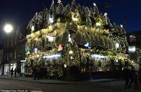 notting hill pub the churchill arms is decorated with 21 000