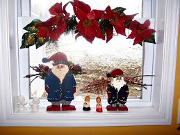 Christmas Decorations For A Window Sill by Christmas Window Decoration Ideas Homesfeed
