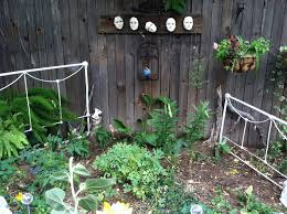 Small Backyard Vegetable Garden by Small Backyard Vegetable Garden House Design With Dark Wooden