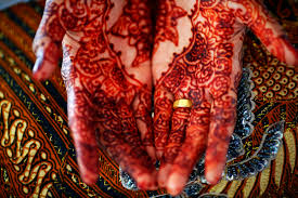 from henna to honeymoon wedding traditions in the middle east