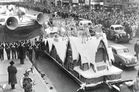 oldest thanksgiving day parade 10 helium filled facts about the macy u0027s thanksgiving day parade