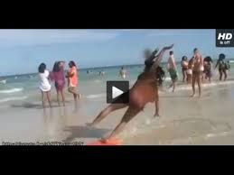 imagenes chistosas en la playa videos de risa 28 caídas graciosas en la playa imperdible youtube