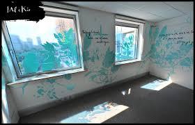 univers du siege vitrophanie sur mesure pour l accueil du siège social de la maison d