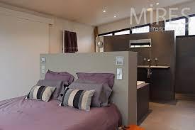 hotel chambre avec bretagne tonnant salle de bain integree dans la chambre vue stockage at