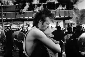 Vancouver Riot Kiss Meme - vancouver riot kiss photo couple still together proves 306259