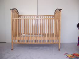 Davinci Alpha Mini Rocking Crib by 28 Gently Used Baby Cribs I Want This Cute Baby Carriage