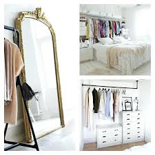 petit dressing chambre idee deco dressing idace dacco chambre adulte suggestions en blanc
