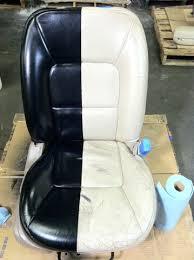teinter un canapé en cuir teinture cuir en aérosol teindre un canapé en cuir un fauteuil