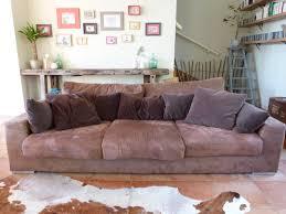 habiller un canapé un canapé habillé pour l hiver coussins serviettes de table