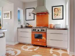 geant cuisine idée déco pochoir géant sur le sol de la cuisine par socialcooking
