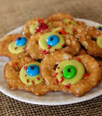 easy halloween treats zombie eye pretzels