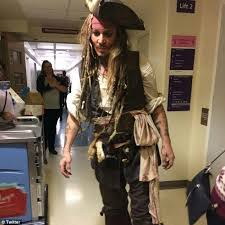 how to create a captain jack sparrow pirate costume johnny depp dresses as pirates of the caribbean s captain jack