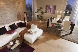 esszimmer im wohnzimmer wohnzimmer esszimmer beige braun steinwand laminat teppich