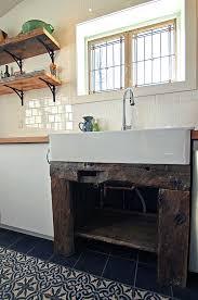 etabli cuisine vieil établi comme meuble lavabo dans une cuisine rénovation