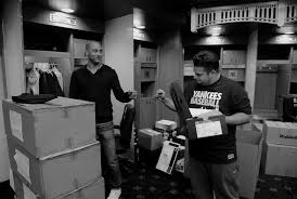 derek jeter gives away free sneakers while cleaning out his locker