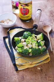 cuisiner brocolis a la poele wok de brocolis aux amandes effilées et au tofu fumé recette