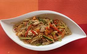 comment cuisiner les nouilles chinoises recette nouilles sautées aux légumes et au poulet économique
