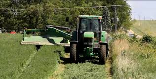 cutting hay john deere 7600 and moco haybine youtube