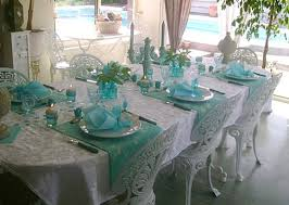 Summer Table Decorations Table Decoration With Flowers And Feathers In White And Turquoise