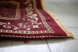 come pulire tappeti persiani come pulire i tappeti tutti i rimedi e consigli per non rovinarli