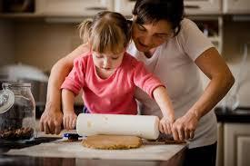 apprendre cuisine vacances le bon moment pour apprendre la cuisine à vos enfants