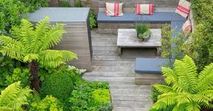 L Shaped Garden Design Ideas Traditional Garden Design Around The Plants In The Fences And Wood