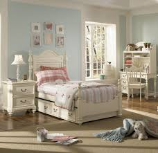 Traditional White Bedroom Furniture Traditional Bedroom Furniture With Brown Texture Fur Carpet Brown
