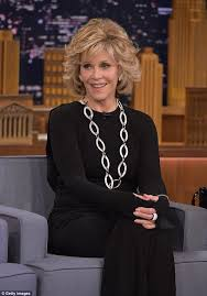 are jane fonda hairstyles wigs or her own hair jane fonda 77 looks years younger as she chats with jimmy fallon