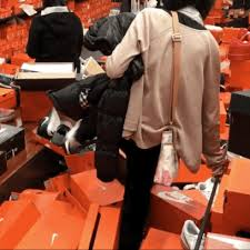 best black friday deals 2017 buzzfeed black friday shoppers completely destroyed this nike store