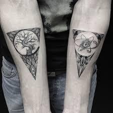 les tatoos artistiques de sasha masyuk organic shapes triangles