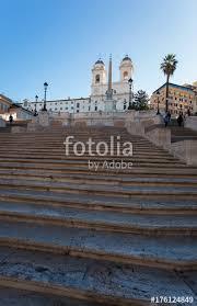 spanische treppe in rom spanische treppe in rom leer am morgen mit trinità dei monti