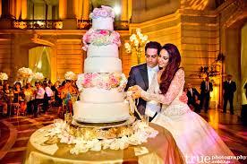 wedding cake cutting wedding traditions explained cake cutting tradition
