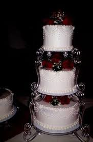 traditional wedding cake without tier separators wedding u003c3