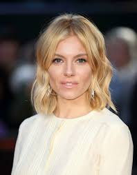 whatbhair texture does sienna miller have sienna miller s most iconic hair and makeup moments stylecaster