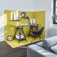 bureau dans salon déco salon une couleur stimulante pour le bureau dans ce salon