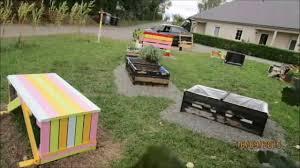 fabriquer cache poubelle jardin suspendu en poubelle et en palette fait le 16 09 2015