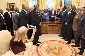 kellyanne conway kneels on oval office couch twitter freaks out pic