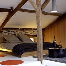 chambre avec chambre avec poutres apparentes côté maison