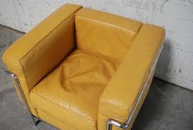 Esszimmerst Le Reduziert Gelber Vintage Modell Lc2 Ledersessel Von Le Corbusier Für Cassina