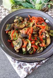cuisiner une aubergine tchaktchouka aux aubergines gourmandise assia