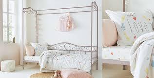 chambre ambiance romantique une chambre poudré univers des enfants décoration