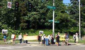 Zoo Lights Woodland Park Protest Vigil Held Outside Woodland Park Zoo After Elephant