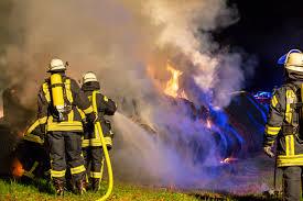 Jugendfeuerwehr Wiesbaden112 De Strohballenbrand Beschäftigt Feuerwehren Mehrere Stunden